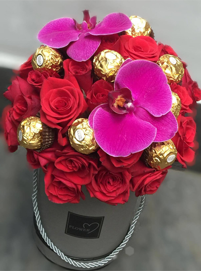 Ferrero Rocher Chocolate + Two Dozens Red Roses in box / SaiGon only (4mua BMS-FNG38)