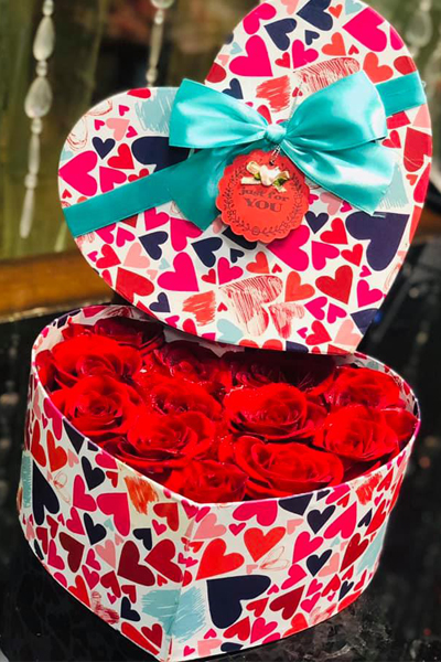 Love my be love - Two Dozen Red Roses in Heart Box (4mua HHF-R024HEART)